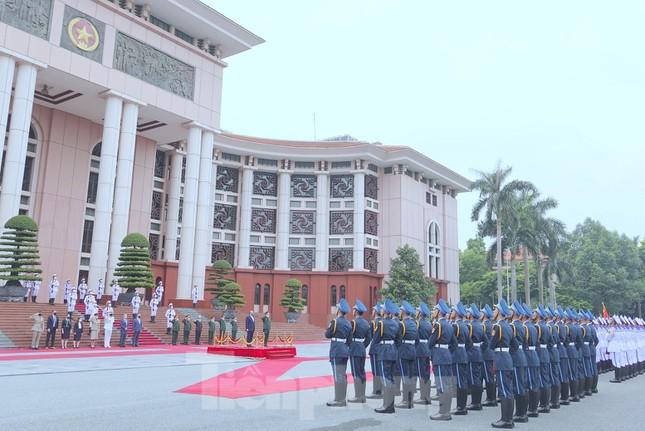 Chiếc xe điện đặc biệt đưa Bộ trưởng Quốc phòng Anh tới gặp Đại tướng Phan Văn Giang - Ảnh 5.