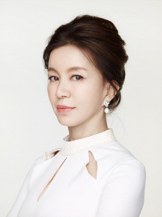 Không phải Son Ye Jin, đây mới là tình đầu quốc dân đời đầu xứ Hàn: Gia tài phim siêu khủng, U70 vẫn đẹp rạng ngời - Ảnh 10.