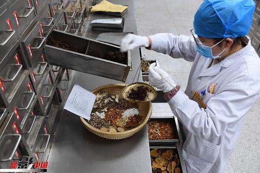 Bài thuốc Đông Nam dược phòng chống Covid-19 được Trung Quốc sử dụng rộng rãi nhất - Ảnh 2.