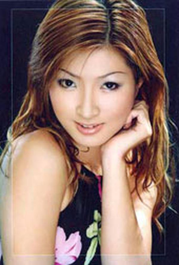Nhan sắc thời trẻ của Nguyễn Hồng Nhung - nữ ca sĩ khổ sở vì scandal lộ clip nóng - Ảnh 2.