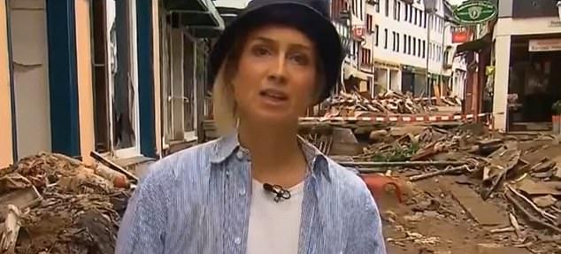 Tuyên bố đã giúp người dân khắc phục sau mưa lũ, nữ phóng viên bị sa thải sau khi bị lộ 1 khoảnh khắc hiếm có - Ảnh 1.