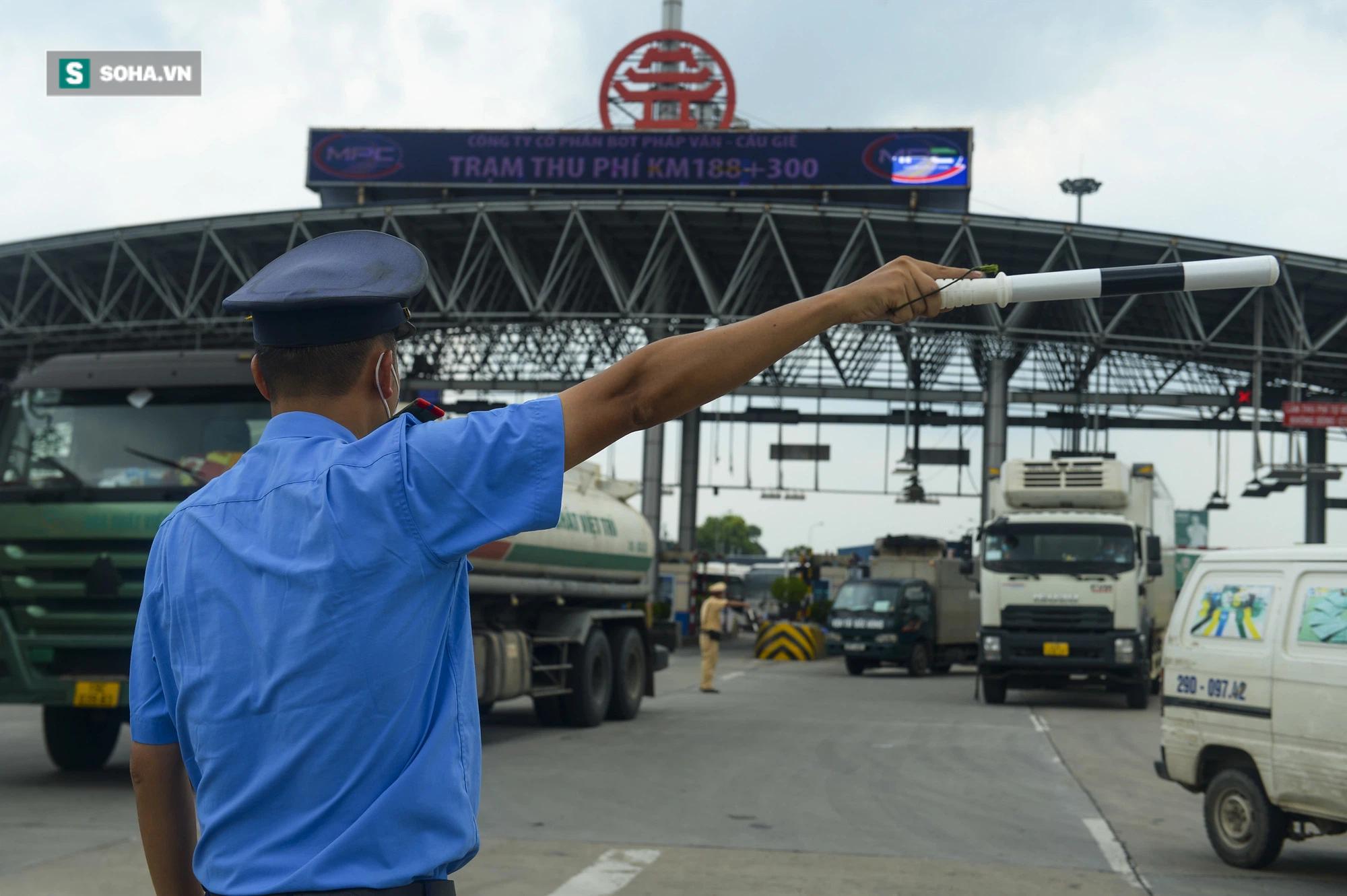 Hà Nội giãn cách xã hội, cao tốc Pháp Vân - Cầu Giẽ 80% xe phải quay đầu, nhiều tài xế bất ngờ, to tiếng với CSGT - Ảnh 2.