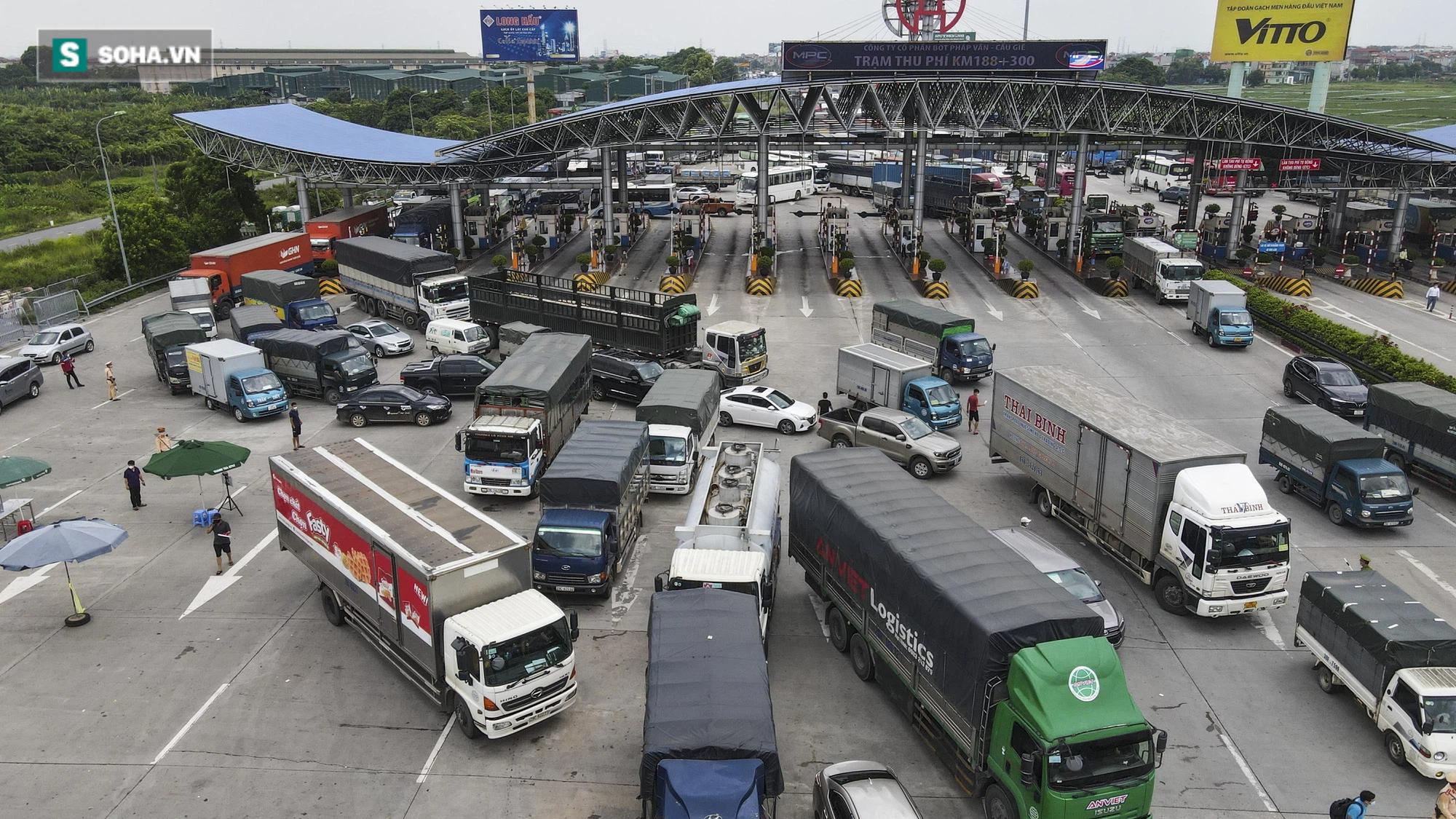 Hà Nội giãn cách xã hội, cao tốc Pháp Vân - Cầu Giẽ 80% xe phải quay đầu, nhiều tài xế bất ngờ, to tiếng với CSGT - Ảnh 18.