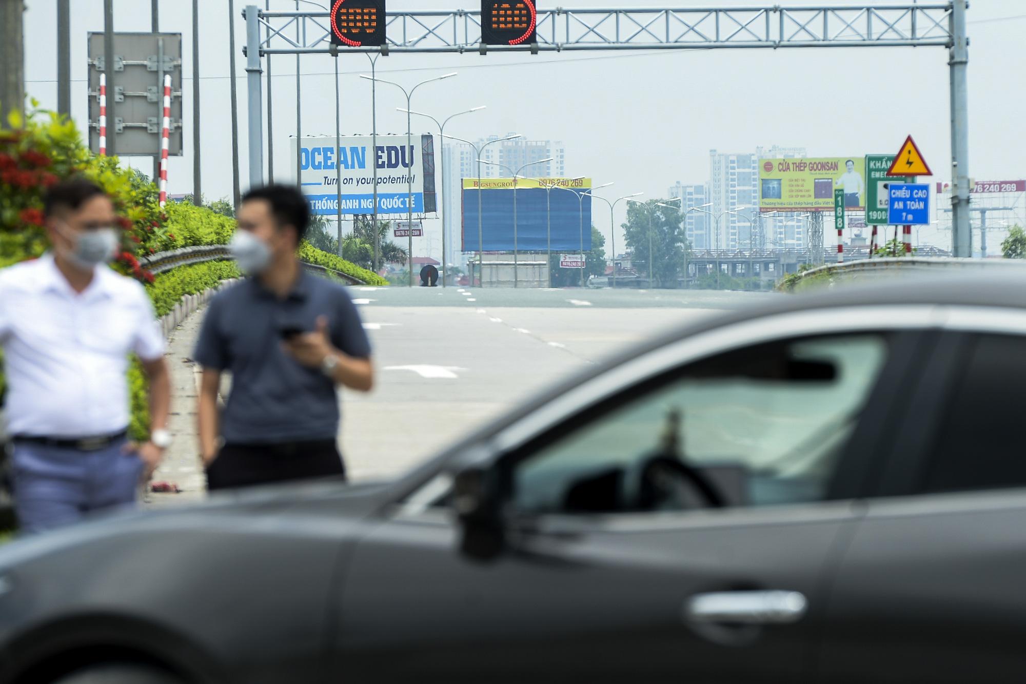 Hà Nội giãn cách xã hội, cao tốc Pháp Vân - Cầu Giẽ 80% xe phải quay đầu, nhiều tài xế bất ngờ, to tiếng với CSGT - Ảnh 13.