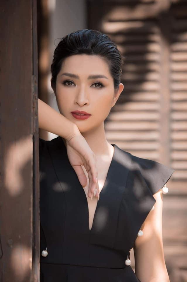 Nguyễn Hồng Nhung: Khán giả bỏ về, có người còn dí tấm hình nóng trước mặt tôi xem có đúng là tôi không - Ảnh 1.