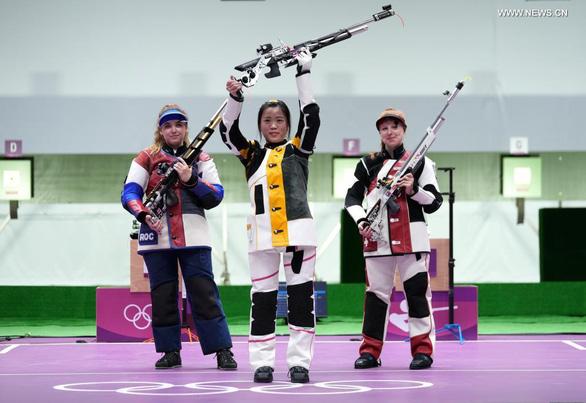 Xạ thủ sinh năm 2000 của Trung Quốc lội ngược dòng, đạt 2 dấu mốc lịch sử tại Olympic - Ảnh 1.