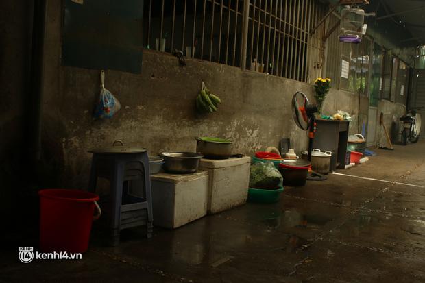 """Chủ quán ăn ở Hà Nội trước giờ đóng cửa: """"20 năm chưa từng gặp khó khăn như dịch bệnh lần này, càng bán càng lỗ"""" - Ảnh 2."""