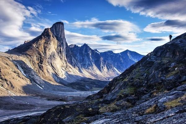 Cận cảnh ngọn núi dốc đứng nhất thế giới, đặt tên theo vị thần Sấm sét Bắc Âu - Ảnh 1.