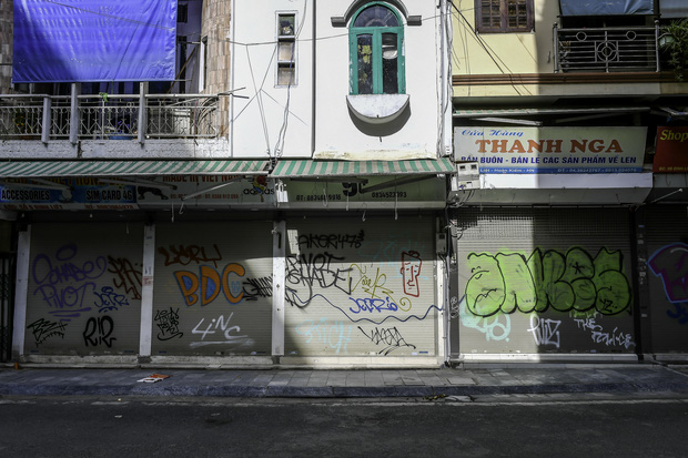 """Chủ quán ăn ở Hà Nội trước giờ đóng cửa: """"20 năm chưa từng gặp khó khăn như dịch bệnh lần này, càng bán càng lỗ"""" - Ảnh 13."""