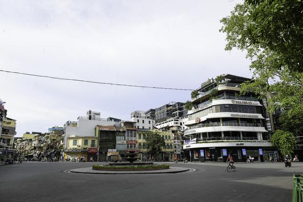 """Chủ quán ăn ở Hà Nội trước giờ đóng cửa: """"20 năm chưa từng gặp khó khăn như dịch bệnh lần này, càng bán càng lỗ"""" - Ảnh 14."""