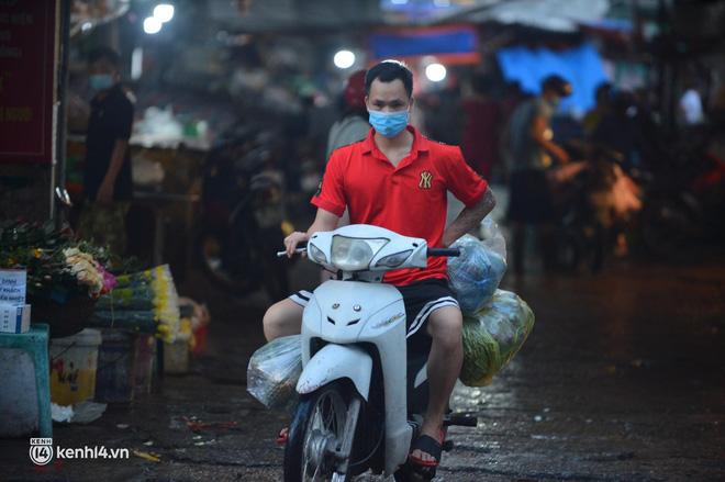 Hà Nội đóng cửa ngõ ra vào thành phố, nhiều xe phải quay đầu. Sáng nay, thêm 3.991 ca mắc COVID-19, riêng TP.HCM 2.070 ca - Ảnh 2.