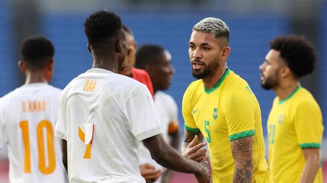 Pháp giành 3 điểm trong trận cầu 7 bàn thắng; Brazil toát mồ hôi hột vì thẻ đỏ sớm - Ảnh 2.