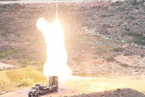 TT Putin bất ngờ đổi ý, sĩ quan Nga tại Syria nhận lệnh bắn hạ tên lửa Israel - Phi công Mỹ thoát chết thần kỳ sau cảnh tượng sốc - Ảnh 1.