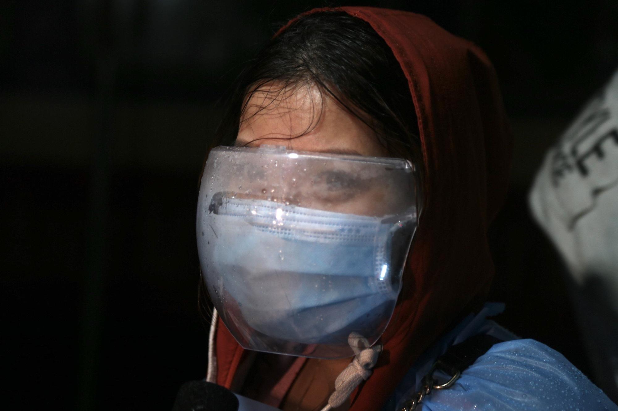 Xúc động đón hơn 800 công dân từ TP.HCM hồi hương về Hà Tĩnh - Ảnh 11.