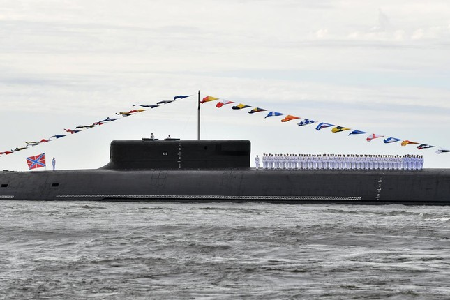 Tàu chiến, tàu ngầm hạt nhân Nga phô diễn sức mạnh trong Ngày Hải quân - Ảnh 2.