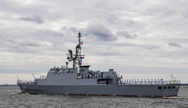 Tàu chiến, tàu ngầm hạt nhân Nga phô diễn sức mạnh trong Ngày Hải quân - Ảnh 3.