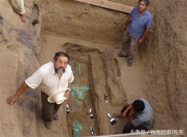 Lăng mộ quý giá trong thung lũng được đội khảo cổ bảo vệ bằng súng: Quy mô không kém gì lăng Tần Thủy Hoàng! - Ảnh 1.