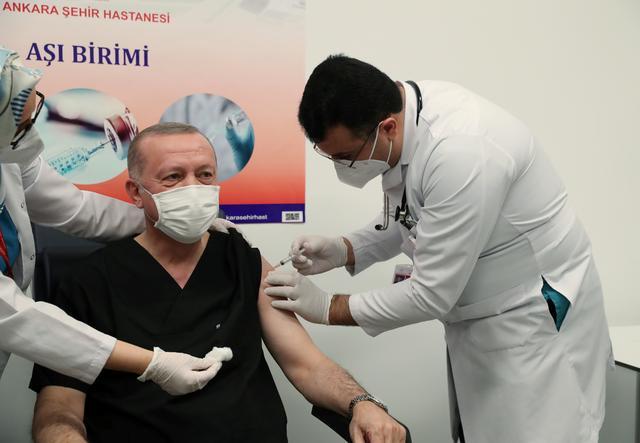 Dân Thái Lan phát cuồng vì 1 loại thuốc - Việt Nam cũng có; Kết quả bất ngờ khi tiêm trộn vacccine Pfizer và AstraZeneca - Ảnh 1.