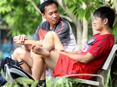 Tân binh bí ẩn ở ĐT Việt Nam từng đi bán giày, nghỉ bóng đá 2 năm vì chấn thương quái ác - Ảnh 3.
