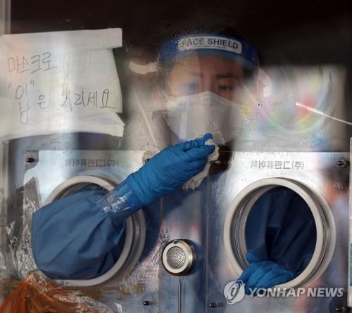 Hàn Quốc gặp khó trước làn sóng Covid-19 thứ 4: Tỉ lệ nhiễm biến thể Delta tăng gấp 10 lần, F0 len lỏi mất dấu - Ảnh 3.