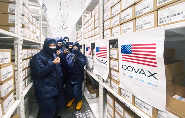 Cận cảnh kho chứa 1,5 triệu liều vắc xin Moderna Mỹ tại TP Hồ Chí Minh; Việt Nam ký 3 hợp đồng chuyển giao công nghệ vaccine - Ảnh 3.
