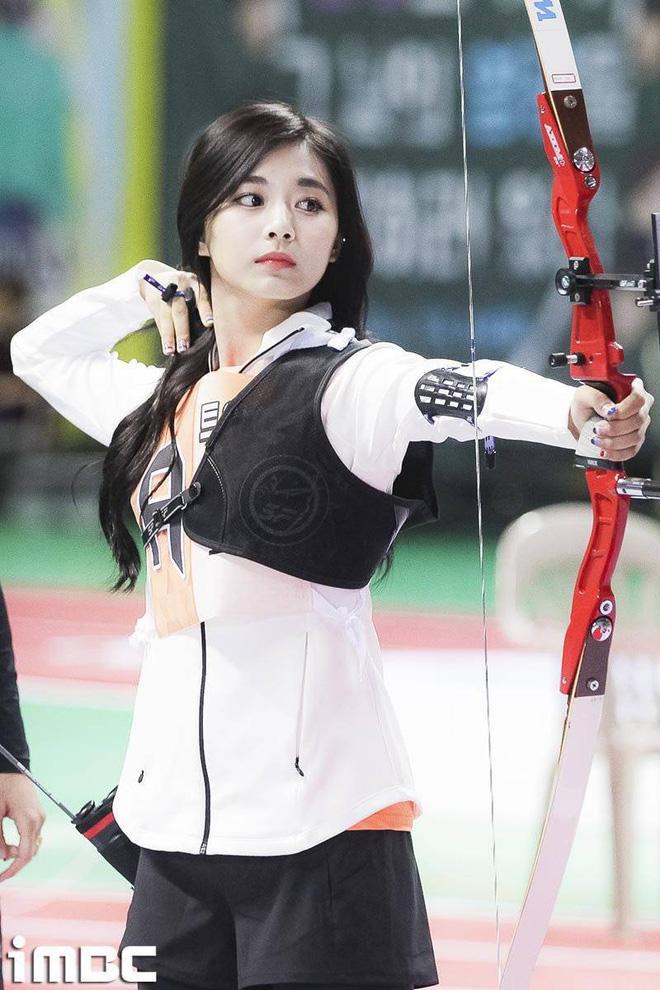 Trăm nghìn người phát sốt vì 1 nữ thần bắn cung đẹp như tiên tử đang náo loạn Olympic, ai dè phải bật ngửa khi biết danh tính - Ảnh 8.