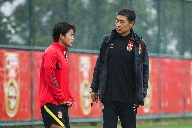 Báo Trung Quốc tiết lộ lý do gây ngỡ ngàng khiến đội nhà đại bại, sắp bị loại khỏi Olympic - Ảnh 2.