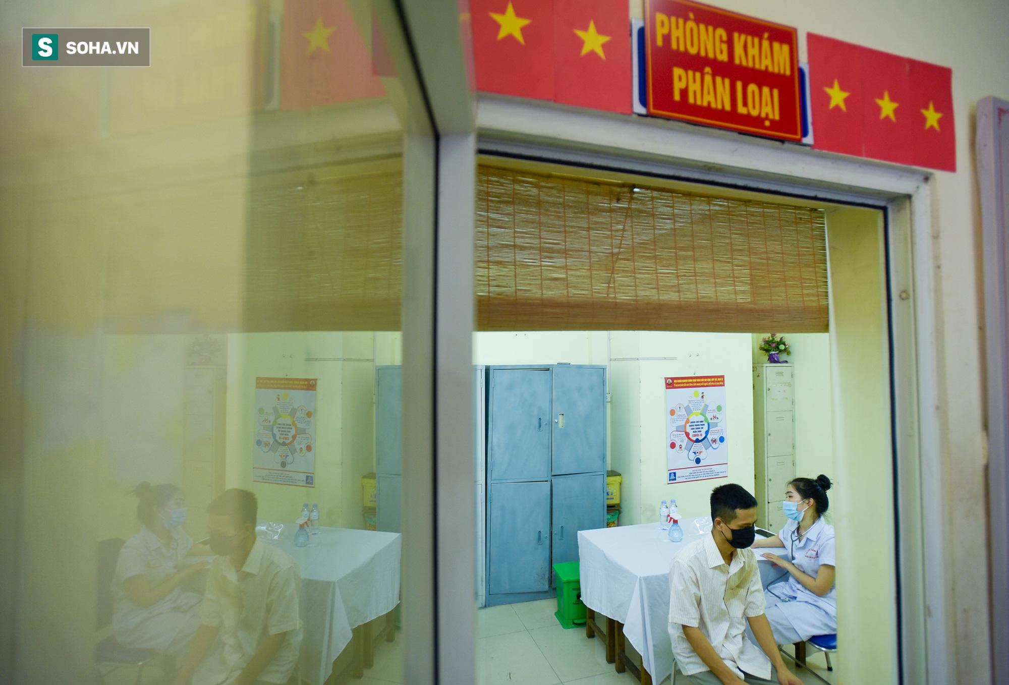 Hà Nội bắt đầu tiêm vaccine Covid-19 trên diện rộng - Ảnh 2.