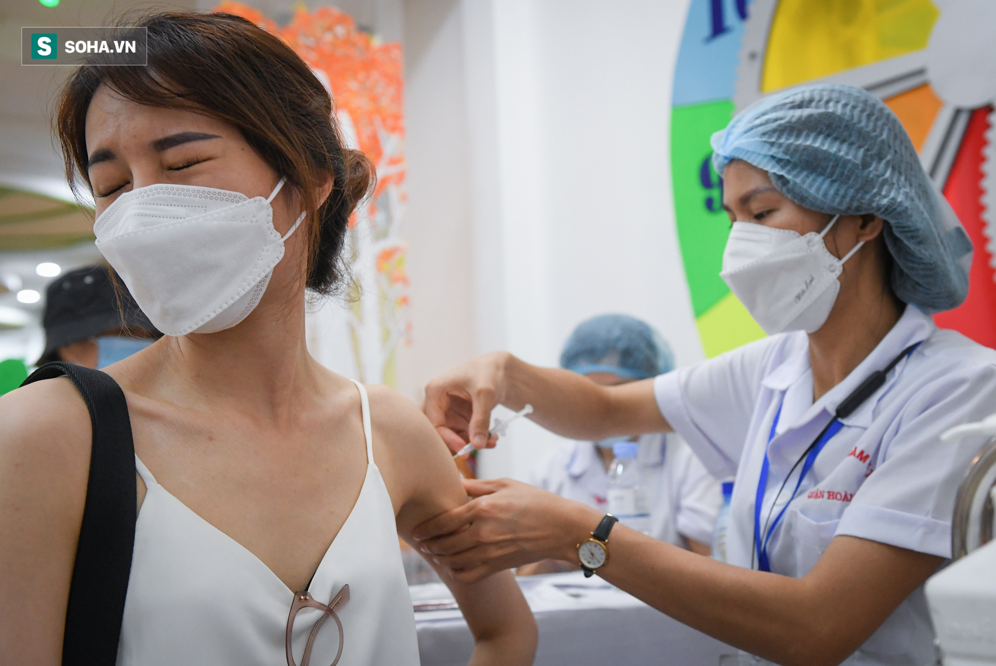 Hà Nội bắt đầu tiêm vaccine Covid-19 trên diện rộng - Ảnh 6.
