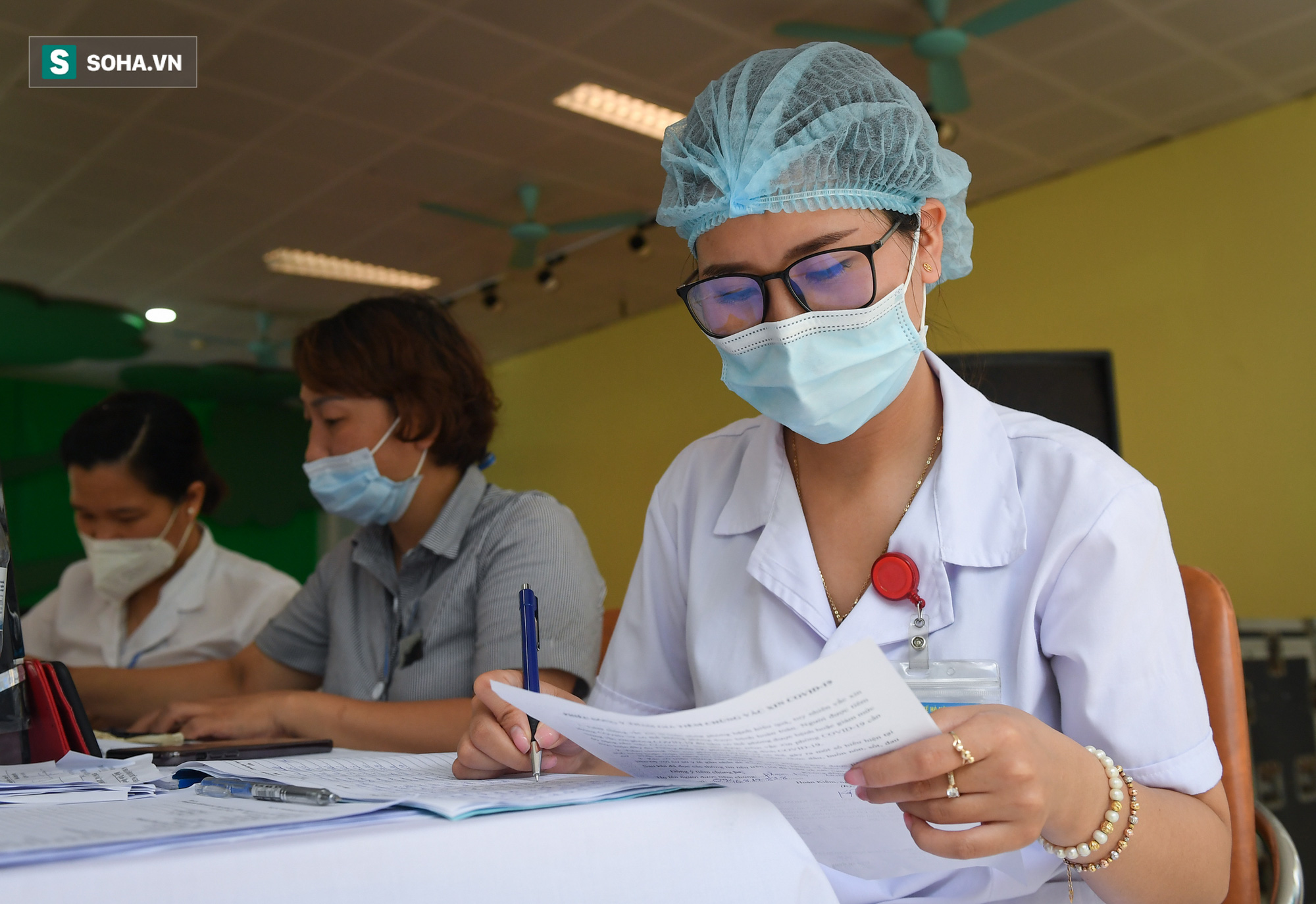 Hà Nội bắt đầu tiêm vaccine Covid-19 trên diện rộng - Ảnh 9.