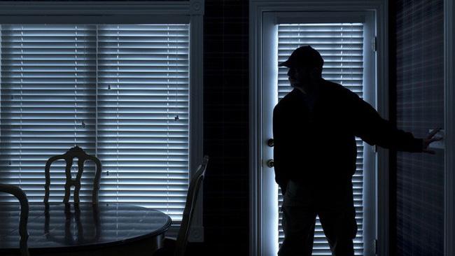 Chồng thấy bóng đen lướt qua, tưởng trộm liền tóm gọn, ngờ đâu làm lộ luôn bí mật xấu hổ của vợ - Ảnh 2.