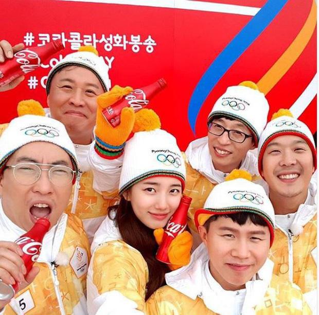 1 nữ thần xứ Hàn từng náo loạn lễ rước đuốc Olympic 2018: Đẹp ngây ngất giữa đoàn diễu hành, chấp ống kính phóng viên zoom sát - Ảnh 8.