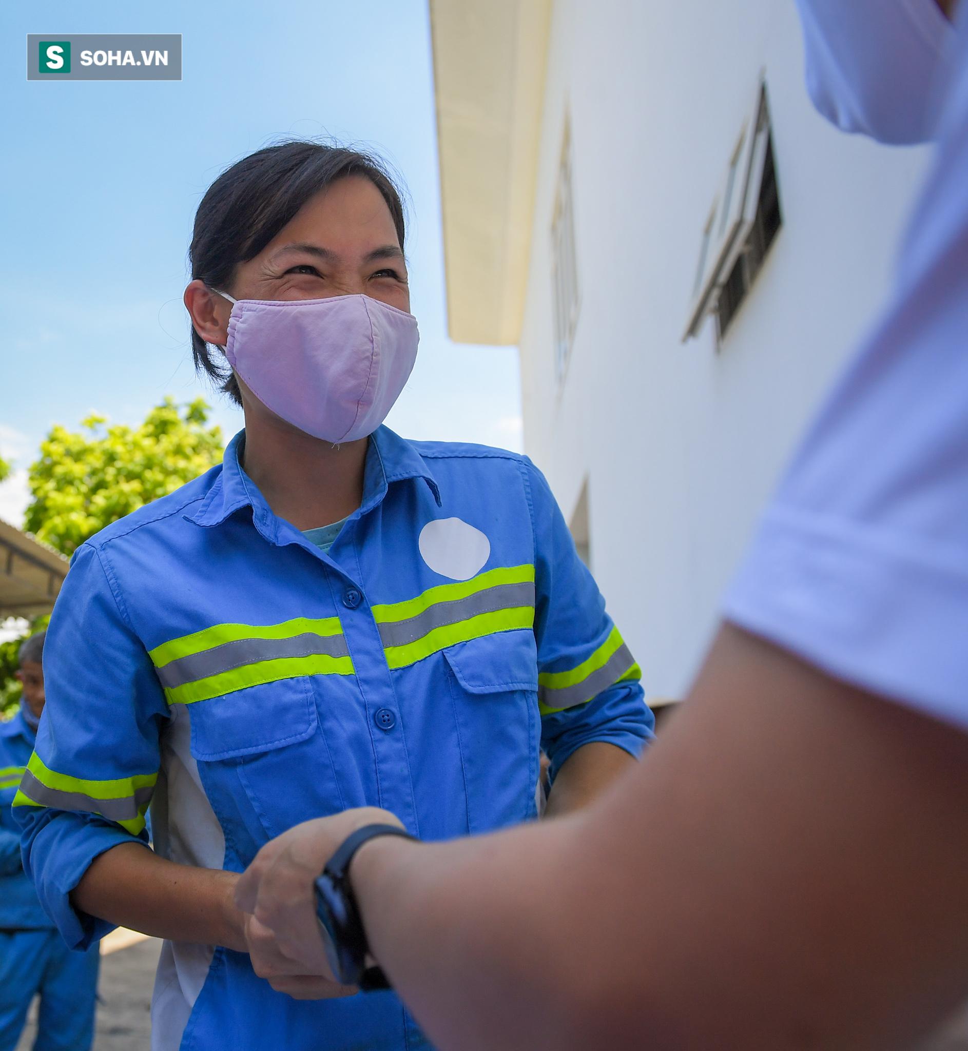 Cử nhân Triết học đi quét rác bị nợ lương: Hạnh phúc vì có nhiều người giúp đỡ, BTV Ngọc Trinh sẽ trả tiền học cho con - Ảnh 2.