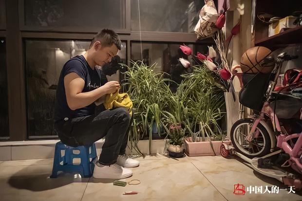 Từ con trai cưng nằm nhà ăn bám mẹ, đến thần đồng may vá nức tiếng xa gần giúp hồi sinh ngành nghề sắp tuyệt chủng ở Trung Quốc - Ảnh 4.
