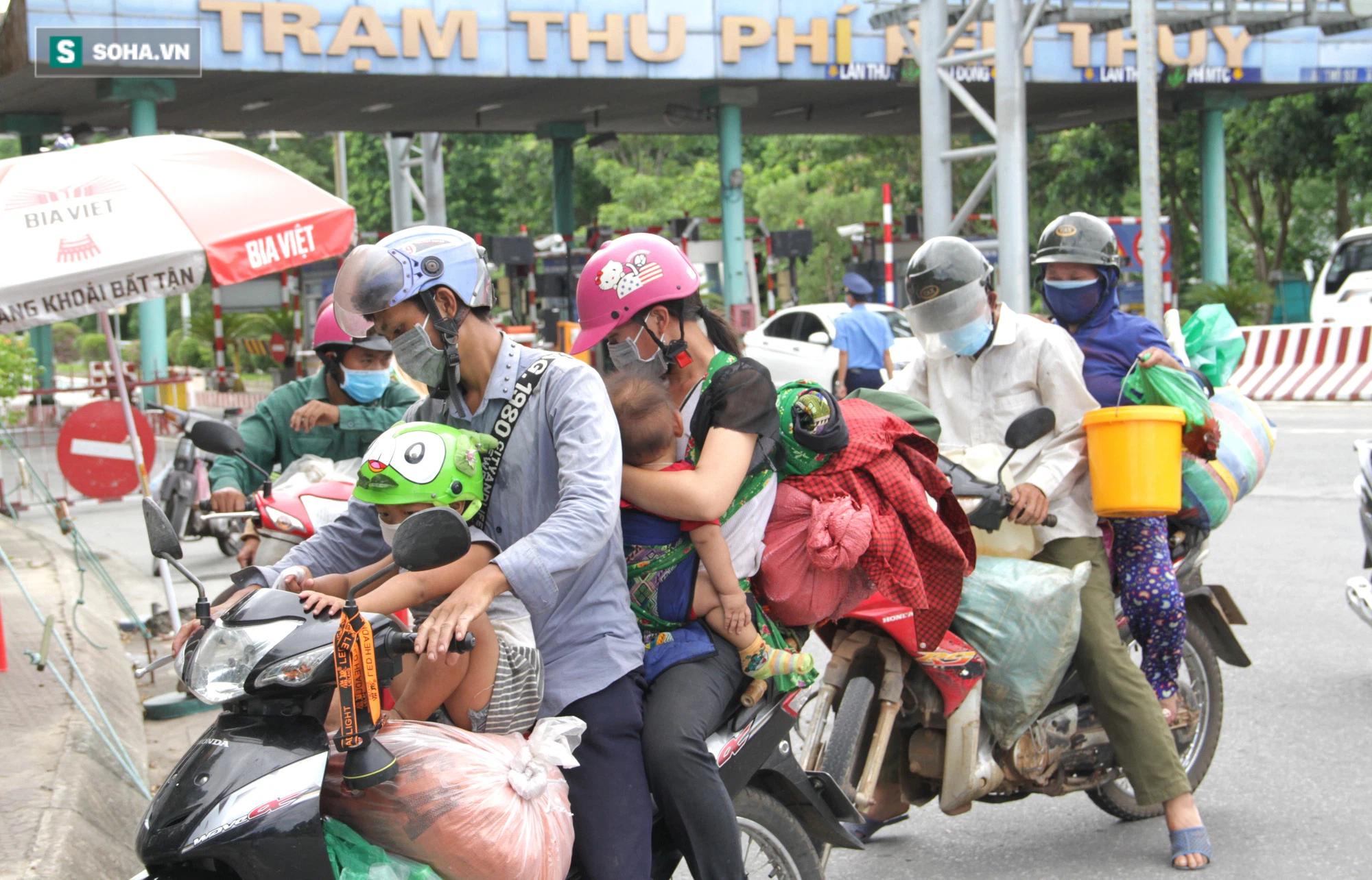 Chạy xe máy 4 ngày đêm từ miền Nam về quê trốn dịch: Lương cao nhưng dịch sợ quá nên em đưa vợ con về - Ảnh 1.