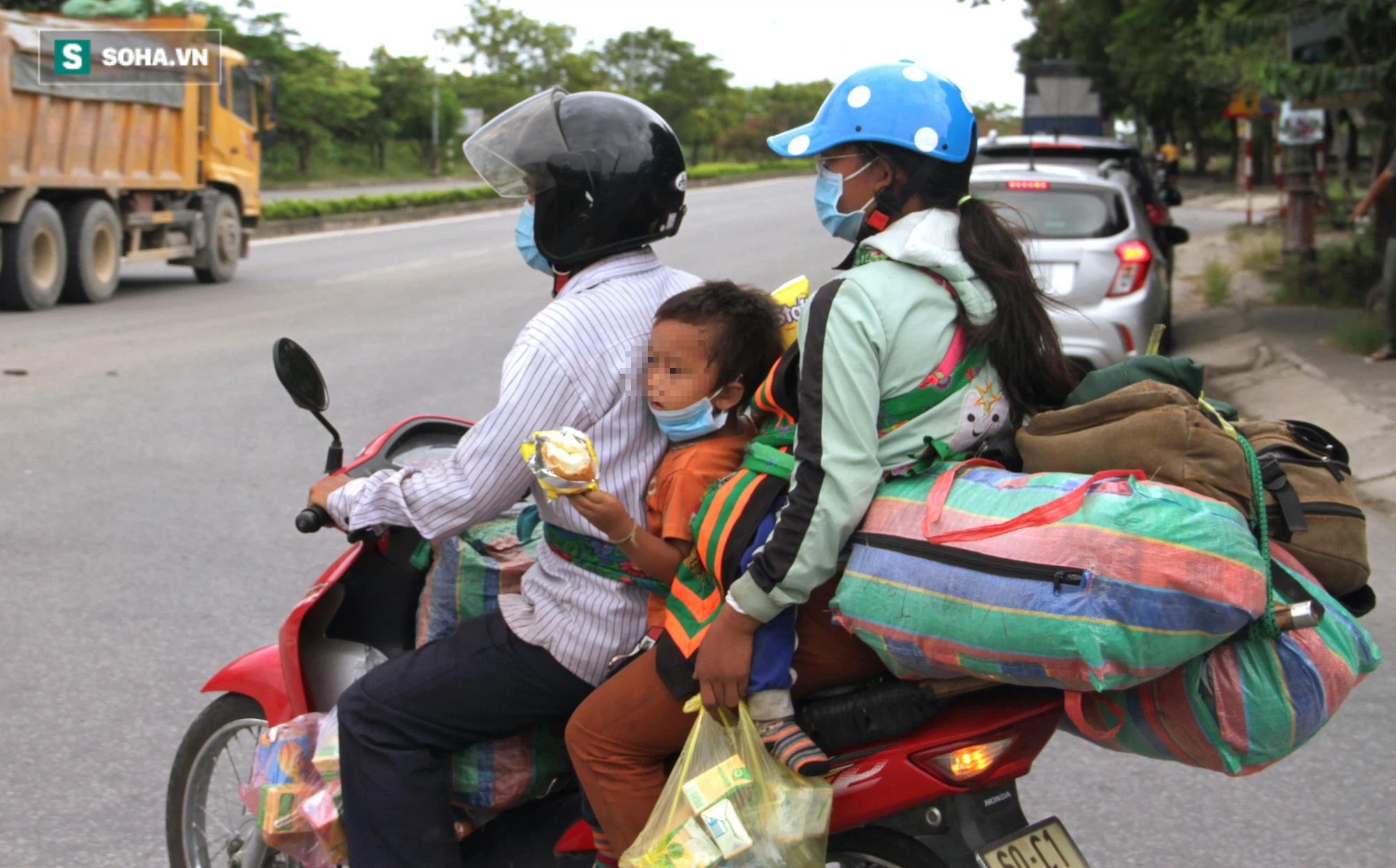 Chạy xe máy 4 ngày đêm từ miền Nam về quê trốn dịch: Lương cao nhưng dịch sợ quá nên em đưa vợ con về - Ảnh 5.