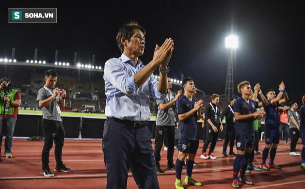Vừa bị Thái Lan sa thải, HLV Nishino đã nhận được đề nghị hấp dẫn từ cựu vô địch World Cup - Ảnh 1.