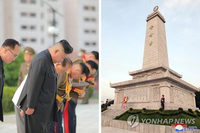 Báo phương Tây đồn ông Kim Jong-un tiếp tục giảm cân vì 'gầy đi trông thấy'  - Ảnh 3.