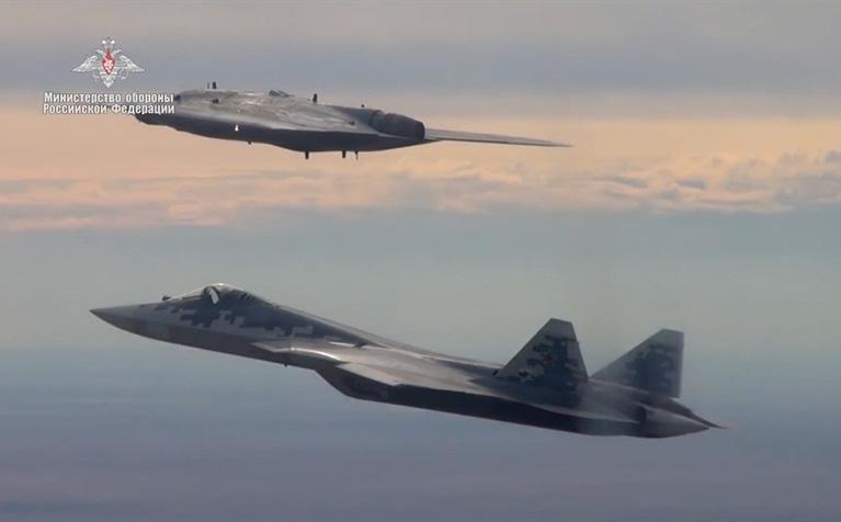 Nga tung hỏa mù trên S-70 và Su-57, Mỹ đau đầu tìm lời giải: Bí ẩn nằm ở đâu?