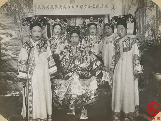 Hậu cung của Hoàng đế Quang Tự: Hoàng hậu lưng gù, phi tần mũm mĩm - Ảnh 2.