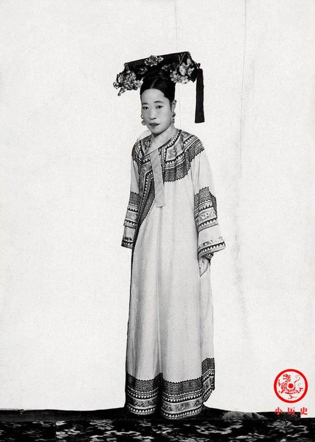Hậu cung của Hoàng đế Quang Tự: Hoàng hậu lưng gù, phi tần mũm mĩm - Ảnh 4.
