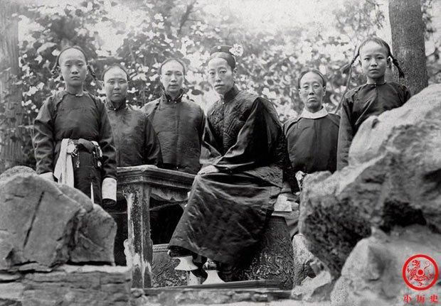 Hậu cung của Hoàng đế Quang Tự: Hoàng hậu lưng gù, phi tần mũm mĩm - Ảnh 5.