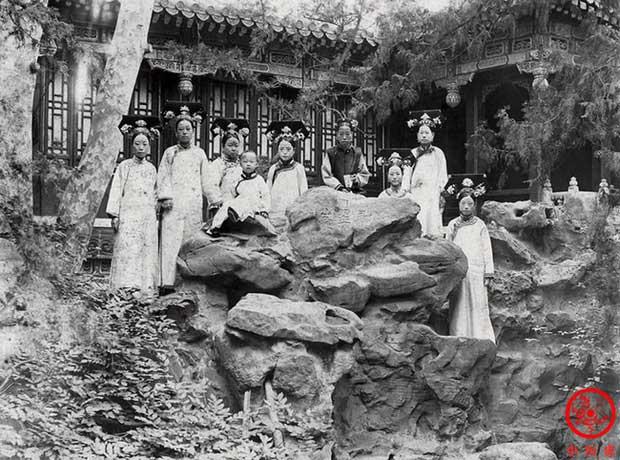 Hậu cung của Hoàng đế Quang Tự: Hoàng hậu lưng gù, phi tần mũm mĩm - Ảnh 6.
