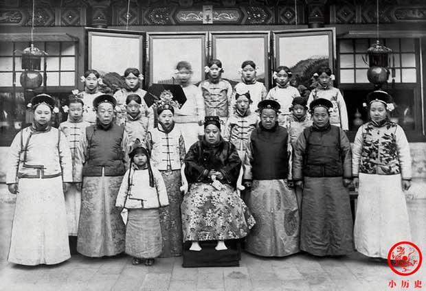 Hậu cung của Hoàng đế Quang Tự: Hoàng hậu lưng gù, phi tần mũm mĩm - Ảnh 8.