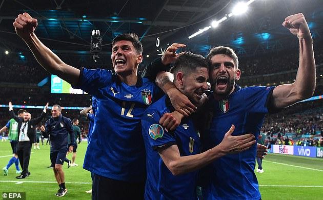 Ngôi sao Italia gặp chuyện dở khóc dở cười sau khi chiến thắng Tây Ban Nha - Ảnh 1.