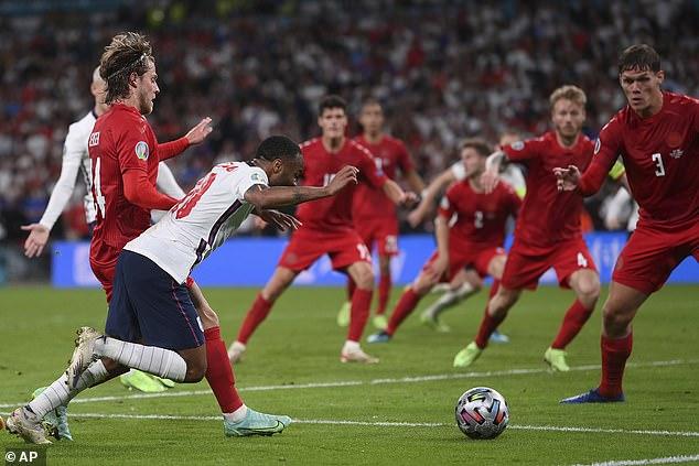 5 điều rút ra sau chiến thắng tranh cãi của ĐT Anh - Ảnh 1.