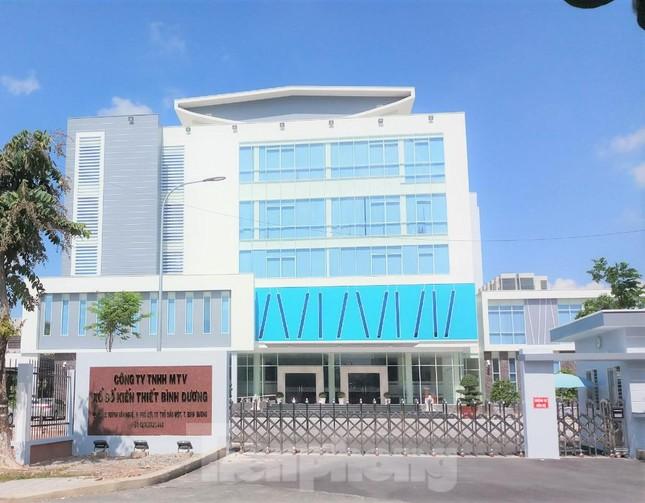 3 tài xế chở hàng ở Hà Nội nghi mắc COVID-19. Thêm 55 ca dương tính trong cộng đồng, Bình Dương phun khử trùng trung tâm hành chính tỉnh  - Ảnh 1.