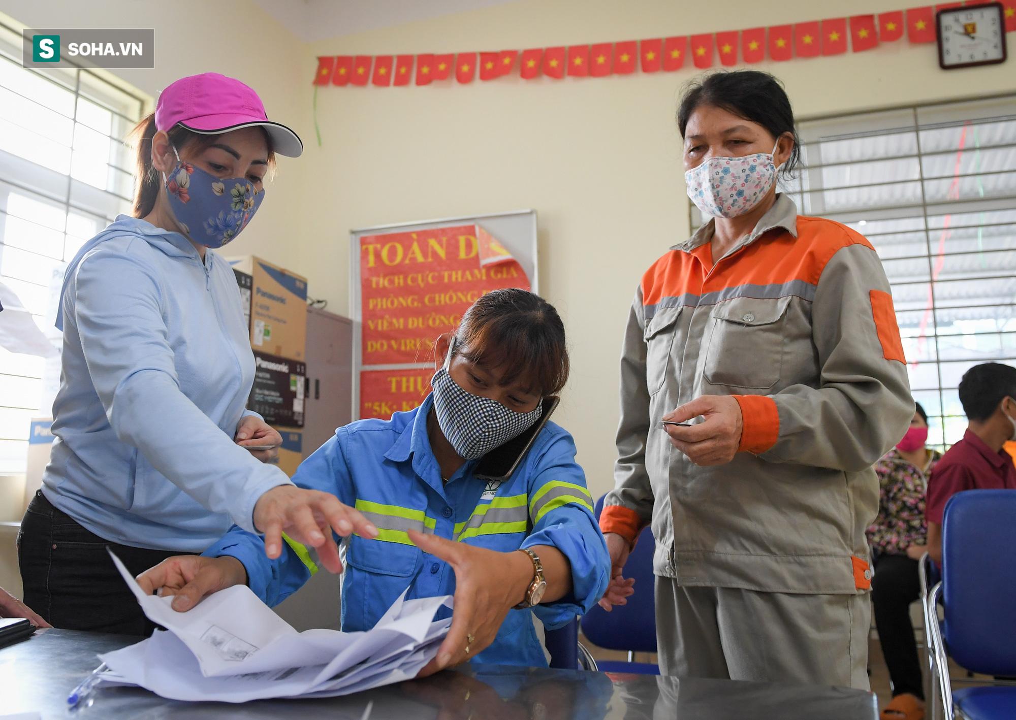 Nữ công nhân môi trường bị nợ lương xúc động khi nhận hỗ trợ: Có người coi thường gọi con rác ơi! - Ảnh 4.