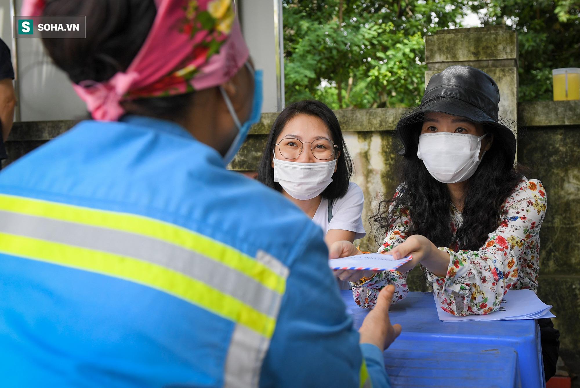 Nữ công nhân môi trường bị nợ lương xúc động khi nhận hỗ trợ: Có người coi thường gọi con rác ơi! - Ảnh 8.