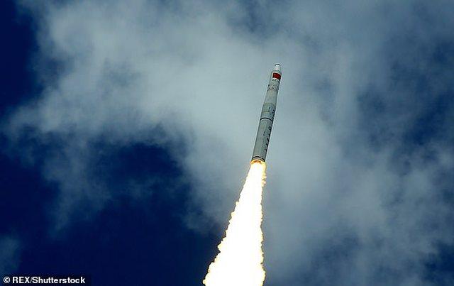 Trung Quốc sẽ phóng biệt đội tên lửa 900 tấn: Không phải gây hấn với Mỹ mà để cứu Trái Đất! - Ảnh 1.